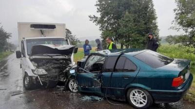 ДТП на Буковині: внаслідок зіткнення двох авто постраждав один з водіїв
