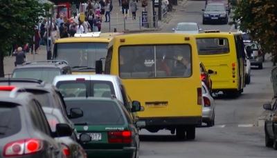 Виконком Чернівців збільшив кількість спецмаршруток, яким дозволено курсувати містом