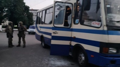 У Луцьку автобус із заручниками штурмували вже після затримання терориста – відео