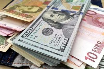 В Україні п'ятий день поспіль дорожчає долар: курс Нацбанку