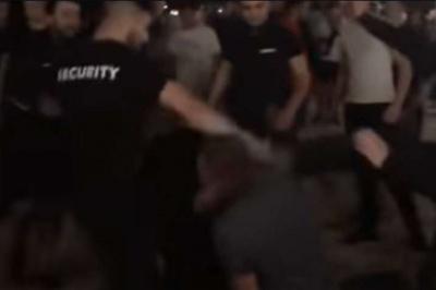 Масштабна бійка на українському курорті: охорона била ногами відвідувачів – відео