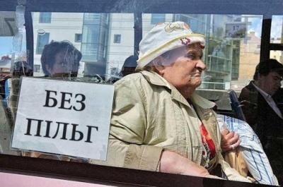 Пільги не відновили: пенсіонери у Чернівцях продовжать сплачувати за проїзд