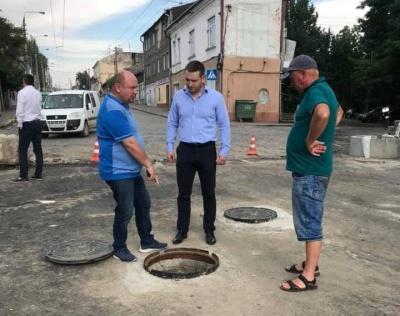 «Вода немає куди діватись»: Бешлей пояснив, чому затопило вулицю Руську