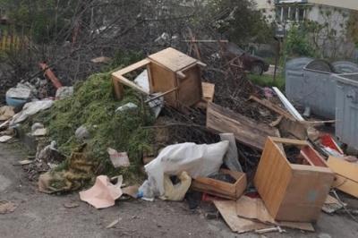 Куди подіти старі меблі: що робити чернівчанам з великогабаритним сміттям