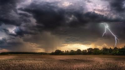 Шквали та зливи. Рятувальники попереджають про погіршення погоди