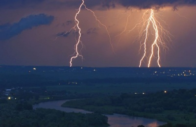 Гроза і град: на Буковині у найближчі години прогнозують погіршення погоди