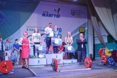 Спортсмени з Буковини встановили рекорд України на чемпіонаті з пауерліфтингу
