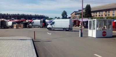 Продуктами торгують, а ринку немає: чи дозволена торгівля на вулиці Зеленій у Чернівцях