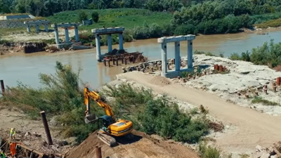 Як ремонтують міст у Маршинцях: з'явилося відео, зняте з дрона