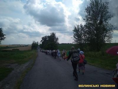 Порушували карантин. На Волині селяни не дозволили таборуватися учасникам хресного ходу до Почаєва - відео