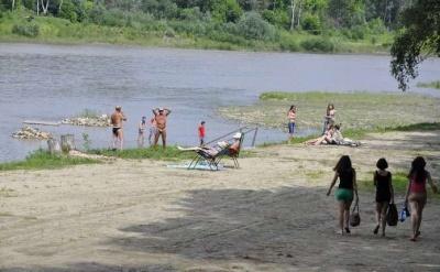 Через забруднення води купатися на пляжі у Чернівцях не рекомендовано