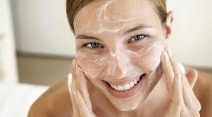 Очищення шкіри обличчя влітку: помилки, які найчастіше допускаються