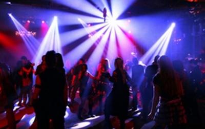 Нічні клуби і ресторани стали основними джерелами коронавірусу у Швейцарії