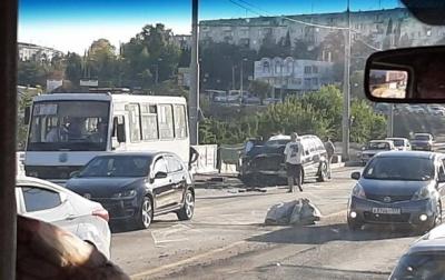 У Севастополі джип влетів у автобус: 14 постраждалих