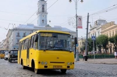 У Чернівцях ще 12 маршруток відновлюють рух у режимі спецперевезень