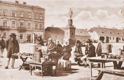 Невідома Буковина: чим торгували на старих площах Чернівців
