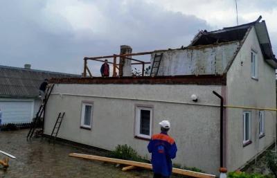 Буревій у селі на Буковині наробив лиха на майже 800 тисяч гривень