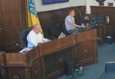 Чернівецька міськрада погодилась взяти 150 мільйонів кредиту в банках на ремонт доріг