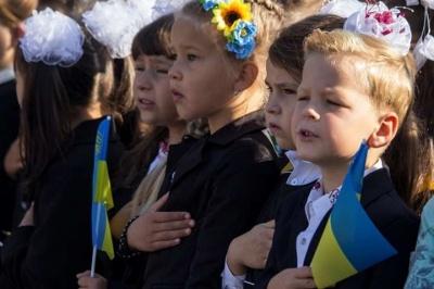 У школах Чернівців учні виконуватимуть гімн України: міськрада ухвалила рішення