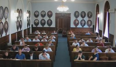 Виконання гімну України у школах Чернівців: як голосували депутати міськради