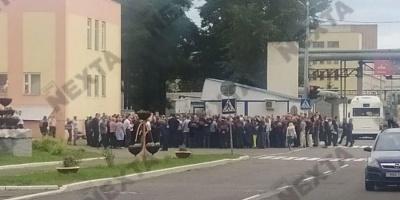 Протести у Білорусі. До страйку приєдналися заводи МАЗ та БелАЗ