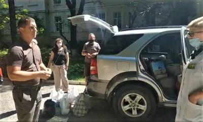 Зібрали три машини допомоги: у Чернівцях волонтери передали необхідні речі психіатричній лікарні