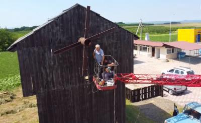 Старий вітряк на Буковині завершують реконструювати: його урочисто відкриють