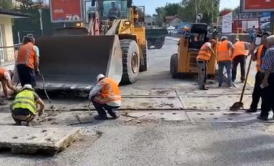 У Чернівцях ремонтують залізничний переїзд на вулиці Винниченка: як можна об'їхати