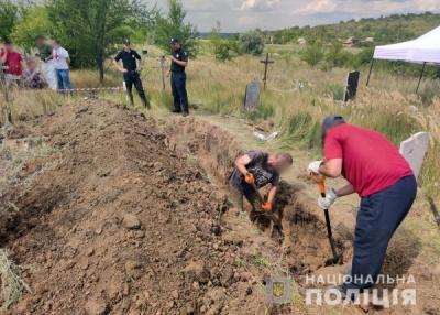 Під Слов'янськом виявили нове поховання. Останки належать загиблим під час окупації в 2014 році