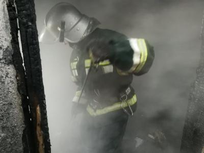 У Чернівцях сталась пожежа в багатоповерхівці: вогнеборці врятували двох дітей, замкнених удома