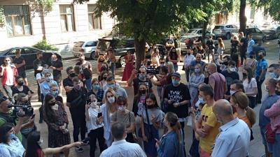 """""""У вас немає совісті!"""": у Чернівцях підприємці вийшли на мирний протест"""
