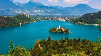 """Словенія внесла Україну в """"червону"""" зону: що це означає для наших туристів"""