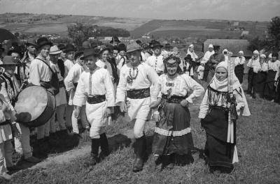 Святкування тривало тиждень: у мережі виклали старі фото весіль на Буковині