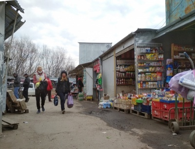 У Чернівцях Калинівський ринок працює, попри обмеження «червоної» зони