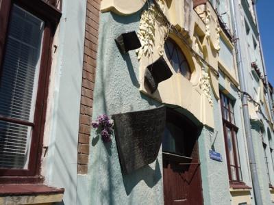 У Чернівцях меморіальну дошку Паулю Целану перенесуть з одного будинку на фасад іншого