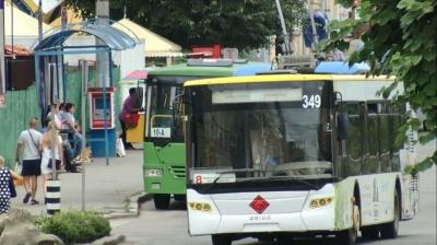 У Чернівцях тролейбуси і маршрутки відновили роботу в режимі спецперевезень
