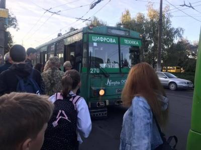 У Чернівцях для учнів та вчителів будуть просити окремий тролейбус