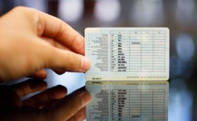 В Україні хочуть змусити водіїв перездати на права: яким категоріям не пощастить