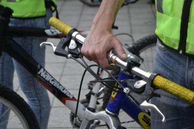У Чернівцях збирають підписи, щоб заборонити велосипедистам їздити по вулиці Кобилянської