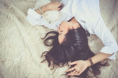 Як лягати спати раніше: 5 простих порад, які допоможуть змінити ваш сон на краще
