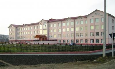 Спалах COVID-19 у школі на Буковині: захворіли 13 вчителів