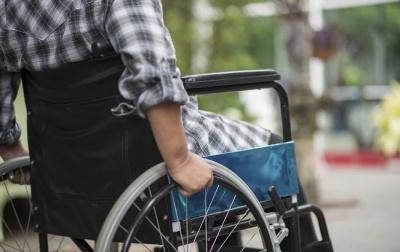 Особам з інвалідністю з дитинства вдвічі підвищать надбавки на догляд
