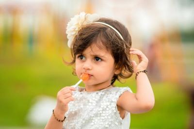 Як навчити дитину їсти менше солодкого: прості поради