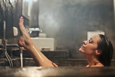 Контрастний душ щодня: користь для організму