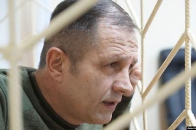 Зламали руку та ключицю. У Києві невідомі жорстоко побили експолітв'язня Балуха