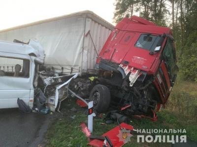Масштабна ДТП під Києвом: 6 загиблих і 18 постраждалих - фото
