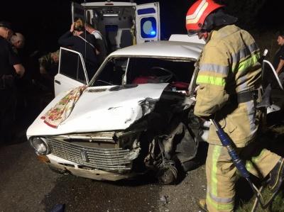На Буковині зіткнулися ВАЗ і BMW: одного з водіїв забрала швидка