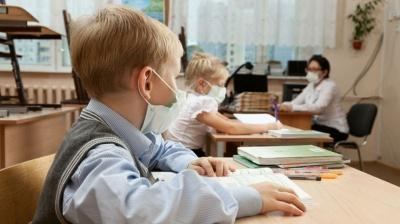 Стало відомо, скільки вчителів та школярів Буковини захворіли коронавірусом з 1 вересня