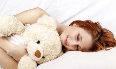 Гола правда: медики назвали 7 фактів про те, що спати без одягу корисно для здоров'я