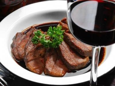 Як правильно використовувати вино в кулінарії: важливі поради